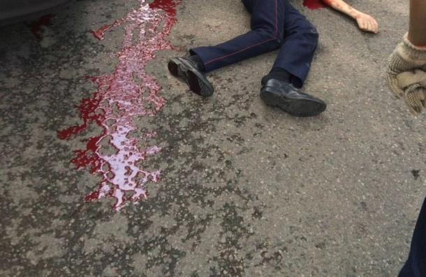 Мужчина с ружьем открыл стрельбу около полицейского участка в Казахстане