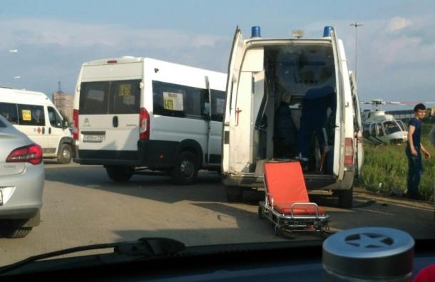 Легковушка влетела в маршрутку в Буграх: есть пострадавшие