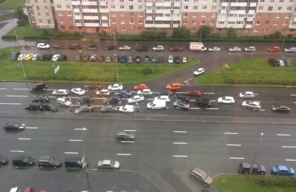 НаБогатырском проспекте столкнулось восемь легковушек