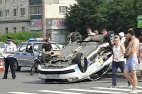 Такси проехало на крыше по Гражданскому проспекту