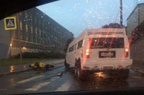 Мотоцикл влетел в лимузин на Феодосийской