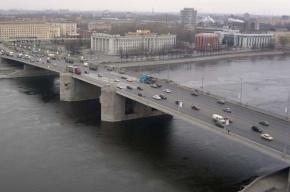 Три автомобиля столкнулись на мосту Володарского