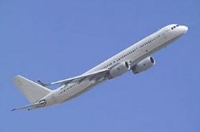 Самолет с отказавшим двигателем готовится сесть в Тюмени