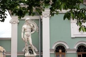 Голого Давида в Петербурге оденут из-за жалобы горожанки
