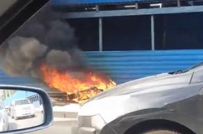 Мотоцикл охватило огнем на проспекте Добролюбова
