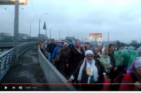 Крестный ход едва не обрушил мост в Екатеринбурге
