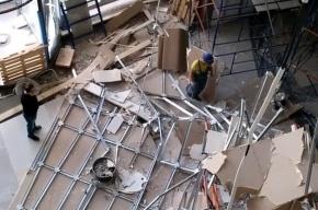 Потолок обрушился в строящемся у «Рыбацкой» ТЦ