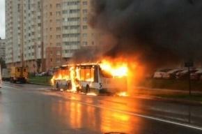 Автобус за 5 минут сгорел на Кубинской улице