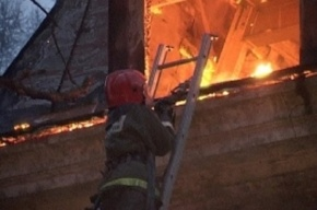 Безлюдная пятиэтажка сгорела на проспекте Обуховской Обороны