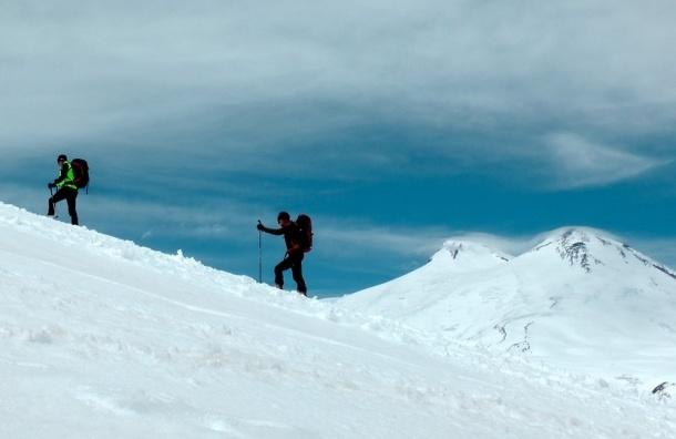 Альпинист из Петербурга скончался при подъеме на Эльбрус