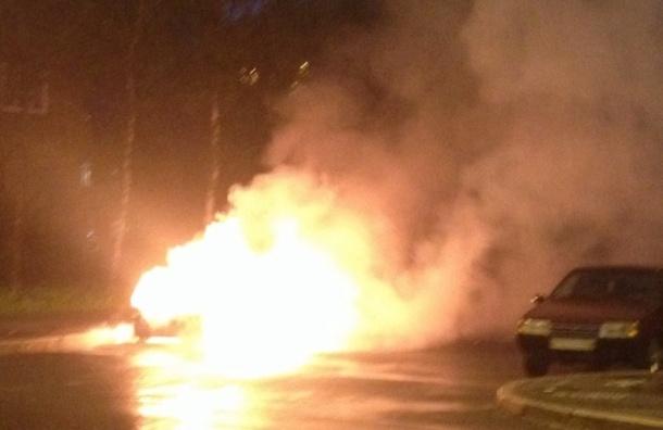 Пожар на Народной улице «забрал» две машины