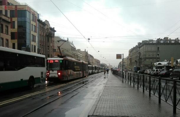 Общественный транспорт встал в пробке на Лиговском проспекте