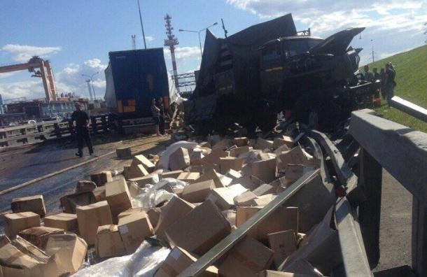 Восемь человек пострадали в аварии с участием военной техники на КАД