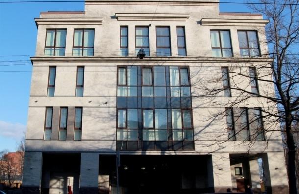 Сотрудница «фабрики троллей» подает в суд на работодателя
