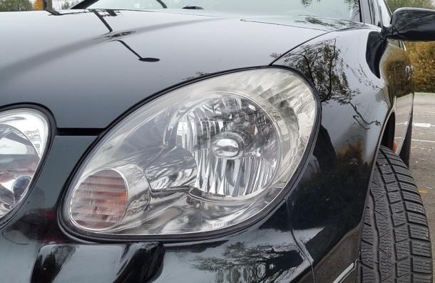 Петербурженка заперлась в Lexus, чтобы спасти машину от приставов