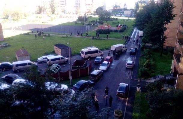 Очевидцы: два взрыва прогремели в квартире на Ленинском проспекте