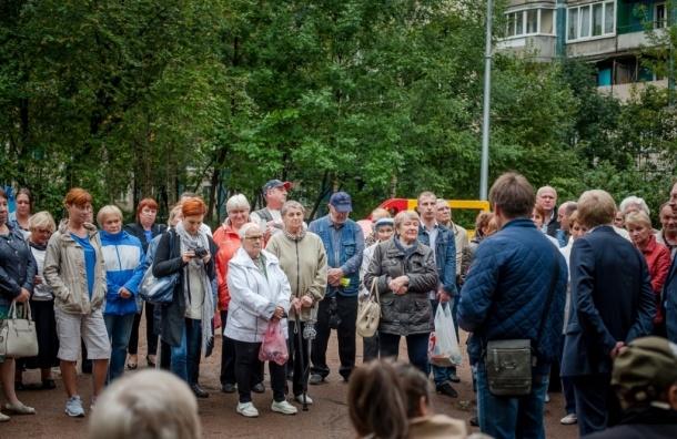 Жители дома на Ириновском проспекте, 5 месяцев живут без лифтов