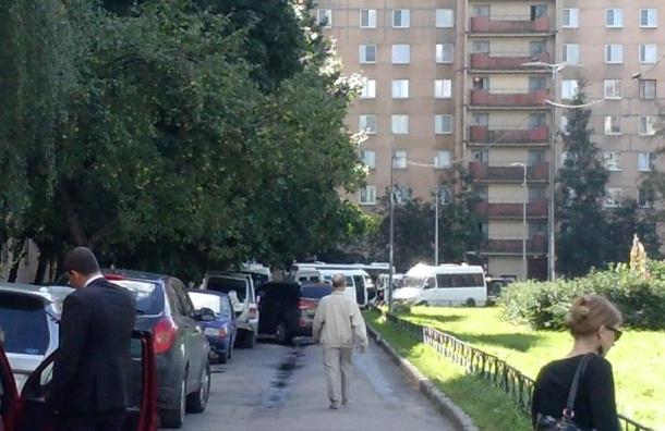 Жильцов дома на Ленинском, где прошла спецоперация ФСБ, не пускают в квартиры