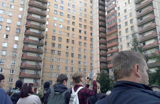 Источник: силовики пока не задержали боевиков в доме на Ленинском