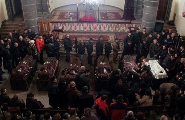 Российский солдат получил пожизненный срок за жестокое убийство семьи в Гюмри