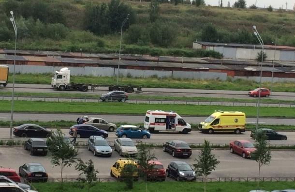 Очевидцы: Двух человек насмерть сбили на дороге у Маршала Казакова