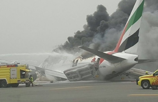 Стала известна причина возгорания самолета в аэропорту Дубая