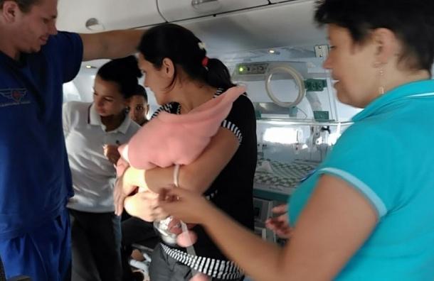 Новорожденную из Ростова доставили спецбортом МЧС в Петербург