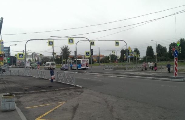 Перекресток Караваевской и Прибрежной «украсили» 30 знаками «пешеходный переход»