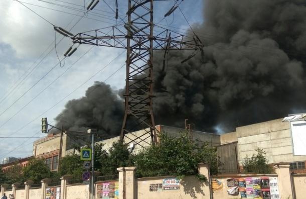 Спасатели снизили до № 2 ранг пожара на территории