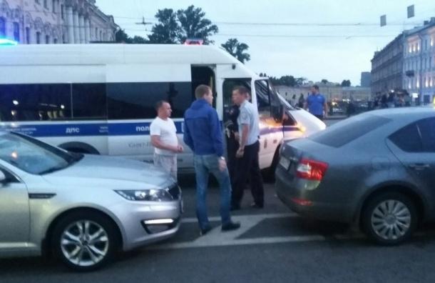 Неизвестные разгромили торговый ларек на Невском, продавца порезали