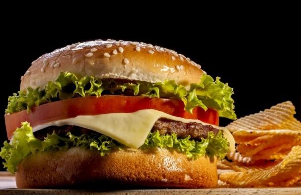 «Павленский бургер» можно попробовать в одном из ресторанов Петербурга