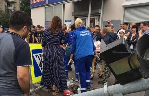 Иномарка сбила бабушку на Луначарского