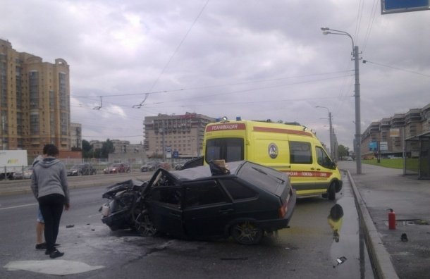 Два человека пострадали в ДТП на Бухарестской улице