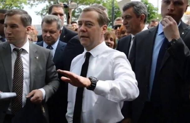 Медведев подумает об введении праздника садоводов в России