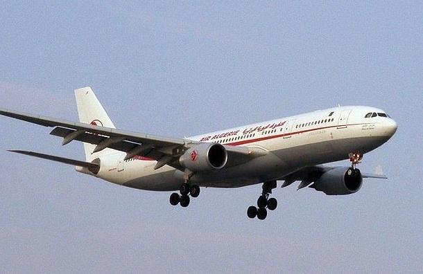 Пропавший с радаров самолет Air Algerie приземлился в аэропорту