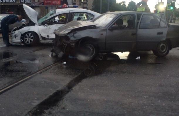 Петербуржец сломал ноги при столкновении с троллейбусом