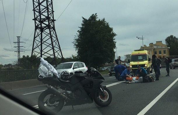 Два мотоциклиста пострадали в аварии на Витебском проспекте