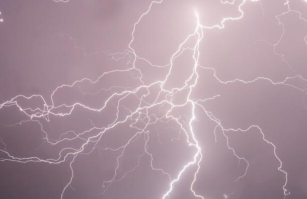 Ученые узнали, почему молнии чаще поражают мужчин