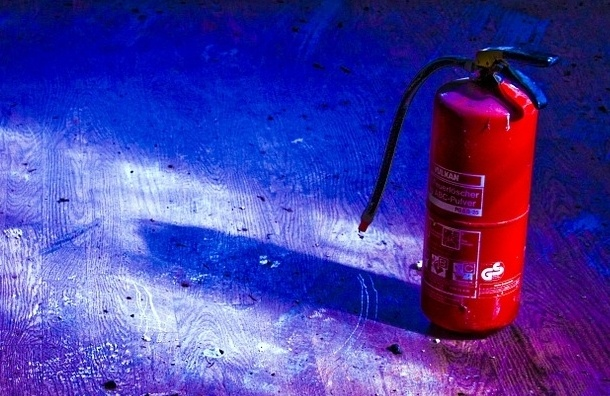 Школьник в Петербурге взорвал огнетушитель в шахте лифта