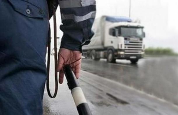 Водитель получил штраф за остановку по требованию сотрудника ГИБДД