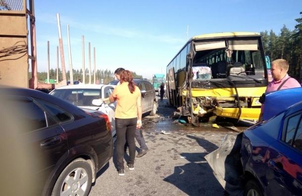 Китайские туристы пострадали в массовом ДТП на Новоприозерском шоссе