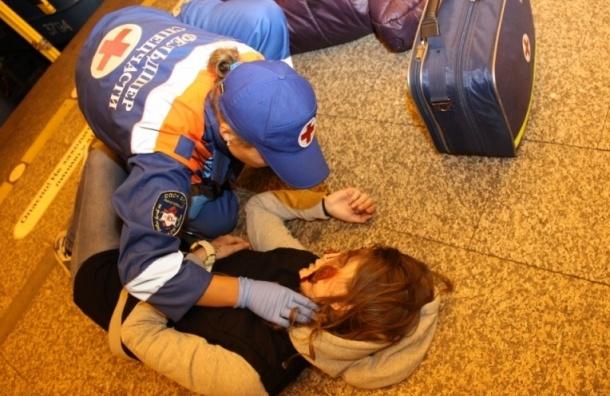 «Окровавленных» пассажиров на «Спортивной» вырезали из вагона спасатели
