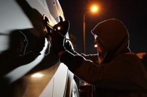 Дорогую иномарку украли у московского банкира в Петербурге