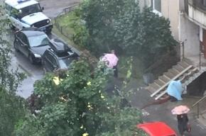 Девушка выпала с балкона на Репищева