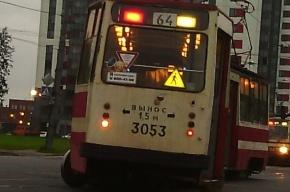 Трамвай сошел с рельсов на проспекте Наставников