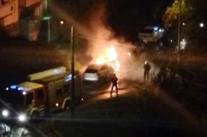Три машины сгорели в Петербурге за ночь