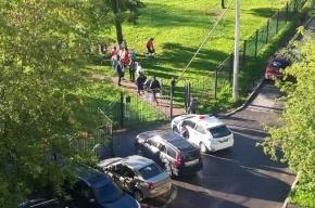 Полиция оцепила детский сад на Коломяжском проспекте