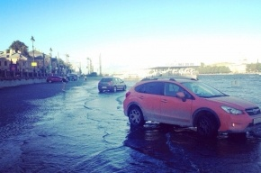 Нева затопила Университетскую набережную
