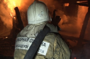 Огонь уничтожил Nissan в Колпино