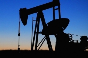 Нефть возобновила падение на мировых биржах